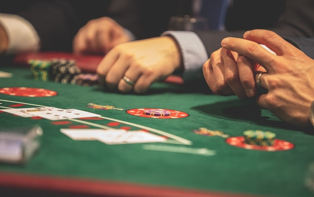 Understand Everything about Currency and Rewards in Live Poker Gambling
