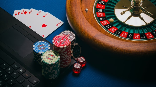There are many features available when playing online slot games